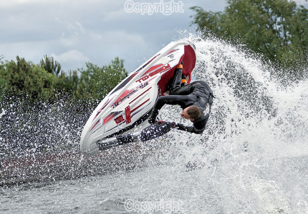 Sony Alpha 77 & 70-300 G SSM. Jet Ski Freestyle