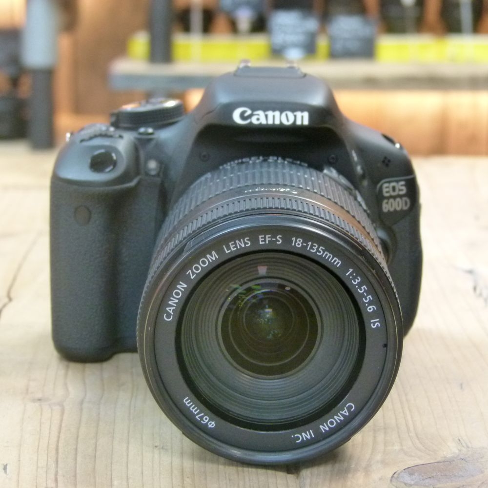 Used canon eos 600d digital slr camera with ef s 18 135mm for Housse canon eos 600d
