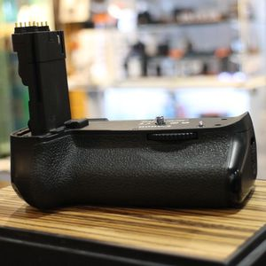 Used Canon BG-E9 Battery Grip for EOS 60D
