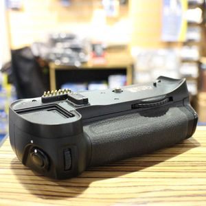 Used Nikon MB-D10 Battery Grip