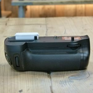 Used Nikon MB-D15 Battery Grip for D7200 D7100