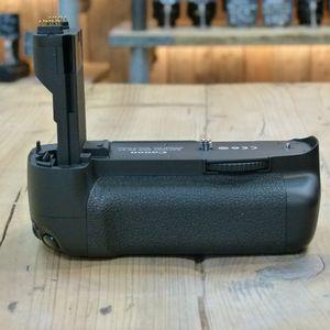 Used Canon BG-E7 Battery Grip for EOS 7D