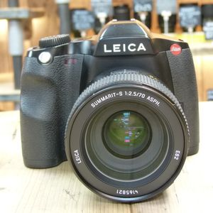 Used Leica S2 SLR Camera with 70mm F2.5 Summarit S Lens 10801 11055