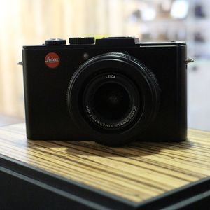 Used Leica D-LUX 6 Digital Camera 18460 with 18719 BP-DC10 spare battery
