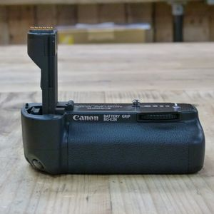 Used Canon BG-E2N Battery Grip