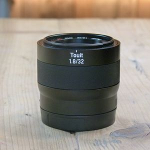 Used Zeiss Touit 32mm F1.8 T* Planar Lens - Sony E-mount