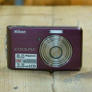 Used Nikon Coolpix S520  Digital Camera